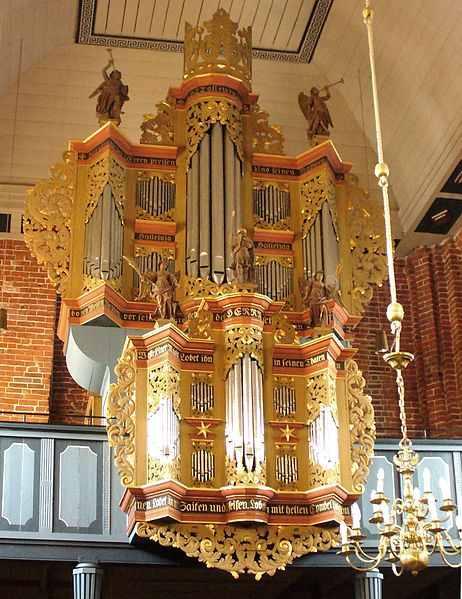 Die Orgel der evangelisch-lutherischen Kirche in Marienhafe, Ostfriesland, Niedersachsen. (Eskil Wohlberg, Wikipedia)