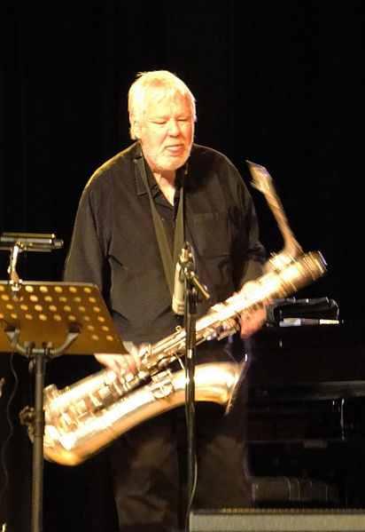 "Ekkehard Jost, als Bandleader des ""Ekkehard-Jost-Oktetts"", auf dem Hofheimer Jazz Festival 2009. (Foto: Dontworry, Wikipedia, CC-by-SA)"