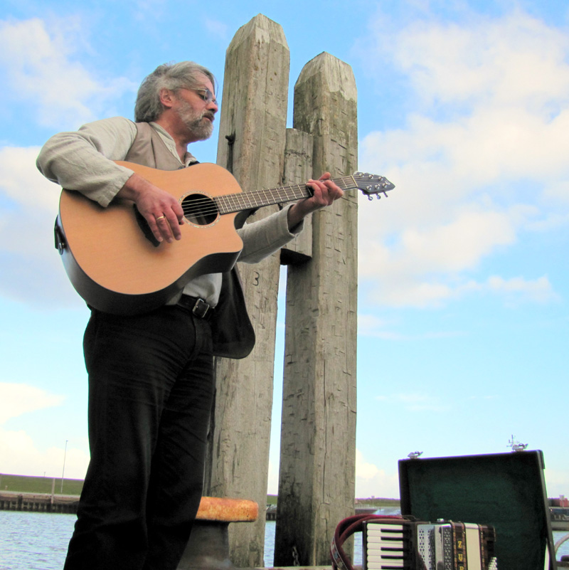 Em Huisken stellt sein neues Liederprogramm über die Freiheit vor. (Foto: Em Huisken)