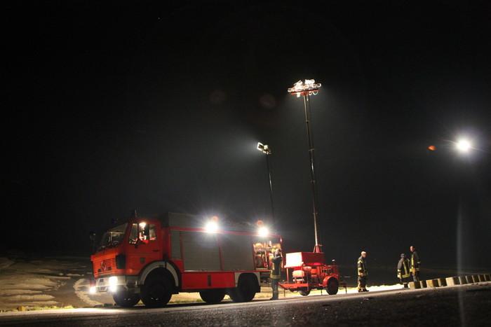 Personensuche im Watt durch Ausleuchtung der Deichlinie von Greetsiel bis zum Strand Norddeich durch die Feuerwehr Norden. (Foto: T. Weege)