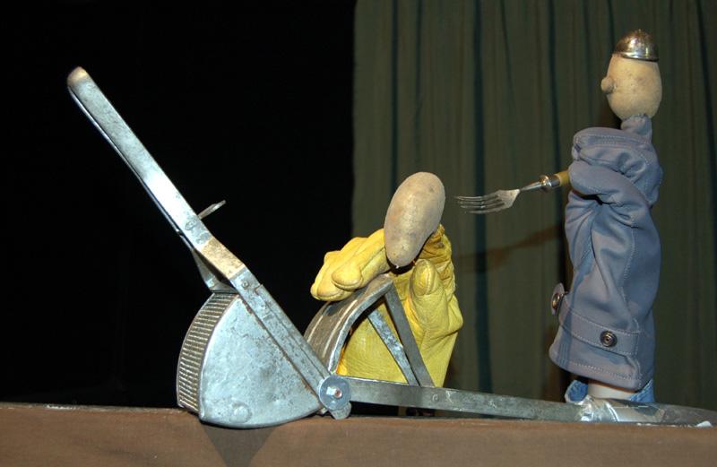 Das Figurentheater Bremerhaven gastiert am 19.10. im Bürgerhaus - mit Kartoffeln. (Foto: Figurentheater Bremerhaven)