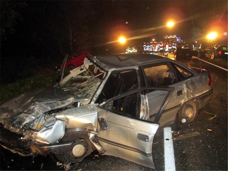 Brookmerland/Osteel - Unfall mit vier Schwerverletzten (Foto: Polizeiinspektion Aurich/Wittmund)