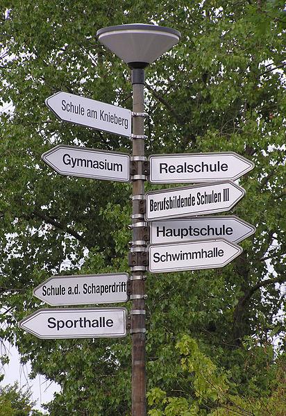 Schild in Lüneburg (Foto: Joachim Müllerchen / Wikipedia, cc-by-2.5)