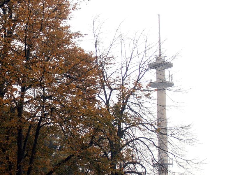 Im Äther über Ostfriesland werden künftig drei lokale Radiosender zu hören sein. (Foto: ts / cc-by-sa)