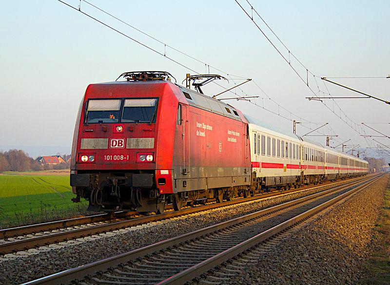 Seit Dezember häufiger im Altkreis Norden unterwegs: 101 008-1 mit einem InterCity, hier kurz vor Minden. (Foto: Lars Steffens / Wikipedia, cc-by-sa 2.0)