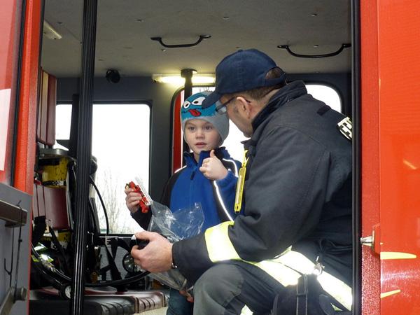 Mikas Herzenswunsch wurde ihm am Freitag vergangener Woche erfüllt. (Foto: Freiwillige Feuerwehr Norden - Team Medienbetreuung, Uwe Bents)