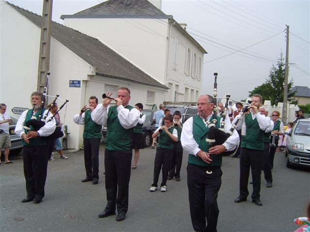 Bretonische Musiker unterwegs. (Foto: Etienne Deluce / Wikipedia, cc-by-3.0)