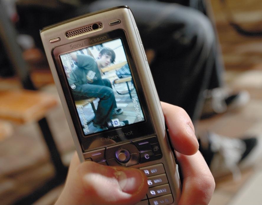 Die Polizei warnt vor allem Jugendliche vor leichtfertigen Handyaufnahmen in intimen Situationen. (Foto: www.polizei-beratung.de)