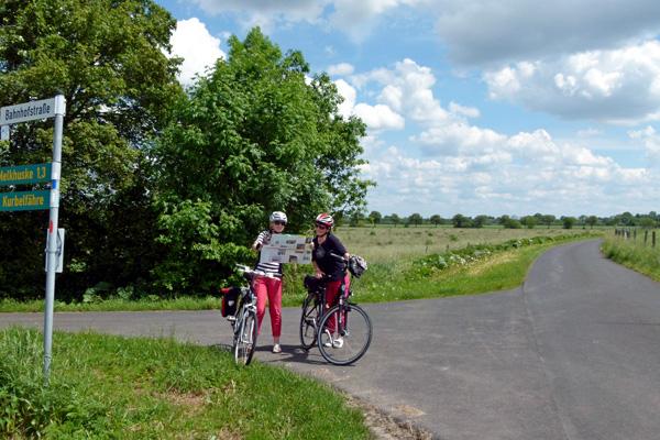 Radfahren in Ostfriesland (Foto: Hans Albert Dirks / Ostfriesland Tourismus GmbH)