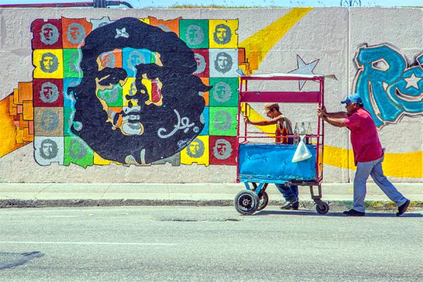 Die Fotos von Uwe Doerk zeigen die Menschen, die Autos und die Stadt Havanna. (Foto: Uwe Doerk)