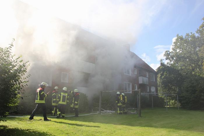 In einem Norder Wohnblock in der Scipio-Nellner-Straße ist am Sonntagnachmittag im Keller ein Feuer ausgebrochen. (Foto: E. Weege)