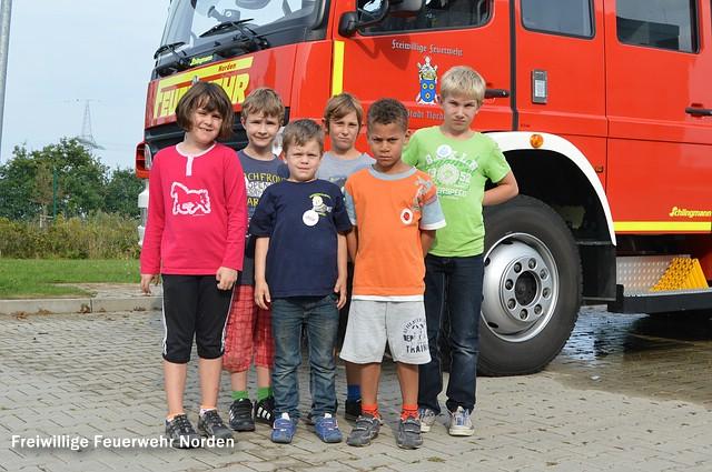 Nachdem vor den Sommerferien drei Kinder in die Jugendfeuerwehr überführt werden konnten, werden die Löschzwerge nun durch sechs neue Kinder ergänzt. (Foto: Marina Klaassen)