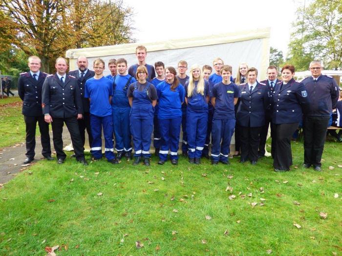 Mitglieder der Jugendfeuerwehren aus Norden, Hage und Norderney erhielten Auszeichnung. (Foto: Uwe Müller)