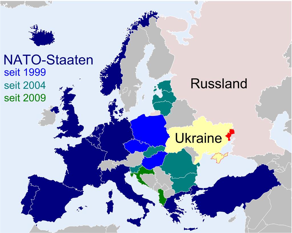 Seit 1999 hat die NATO zahlreiche ehemalige Sowjetrepubliken als neue Mitgliedsstaaten aufgenommen. Eine Provokation Russlands? Die heutigen Konfliktgebiete in der Ostukraine und die Krim sind rot markiert. (Karte: Timo Schneider, KVHS Norden)