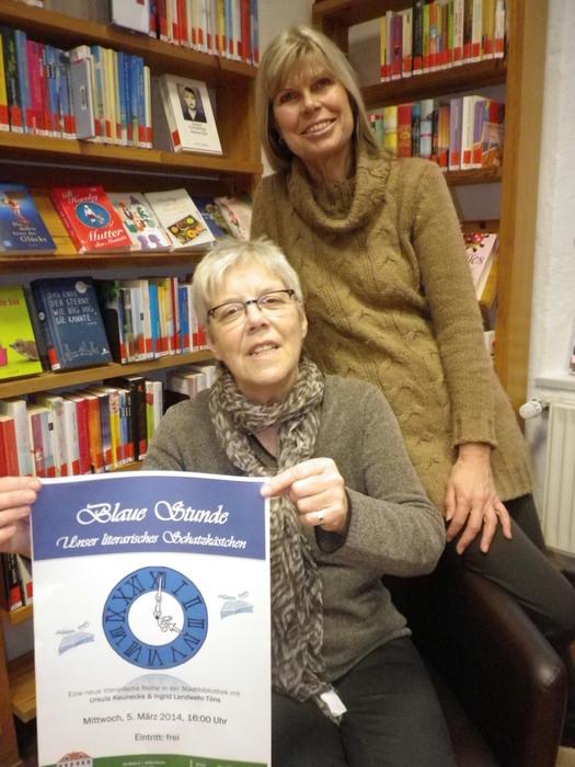 Zum 2. Mal lesen Ursula Keunecke und Ingrid Landwehr-Töns Beispiele aus der Literatur vor und regen dazu Gespräche mit den Teilnehmer/innen an. (Foto: Stadtbibliothek Norden)