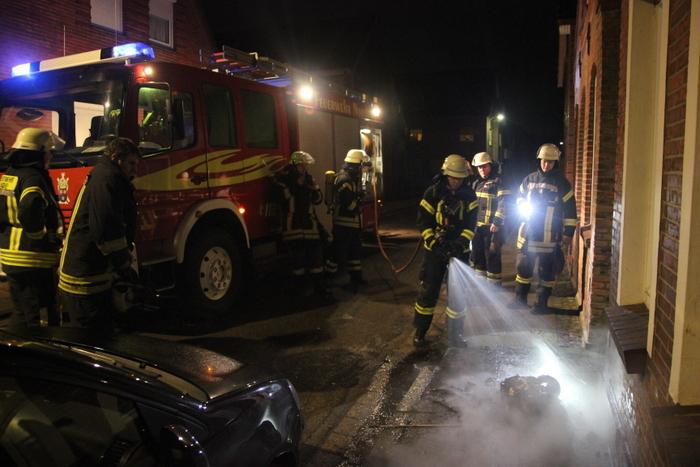 Mülltonnenbrand in der Großen Mühlenstraße. (Foto: T. Weege)