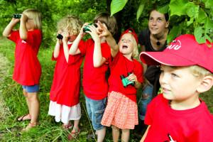 Kinder entdecken den Frühling (Foto: NAJU | Franz Fender)