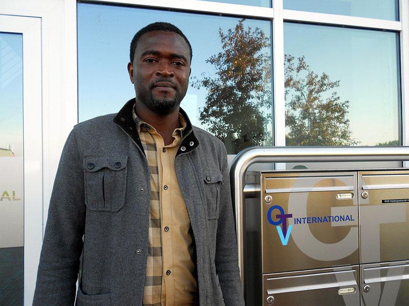 Hamadou Toure, Umschüler bei der OTV International GmbH & Co. KG, profitiert von der Unterstützung durch das IBB Norden. (Foto: ©IBB)
