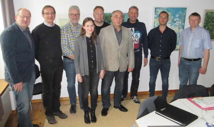 (v.l.n.r.): Friedrich Lüpkes, Peter Kant, Erich Kleen, Tina Walther, Lutz Aschmann, Jörg Wächter, Reno Janssen, Frank Uphoff, Hinderk Hillebrands (Foto: Stadt Norden)