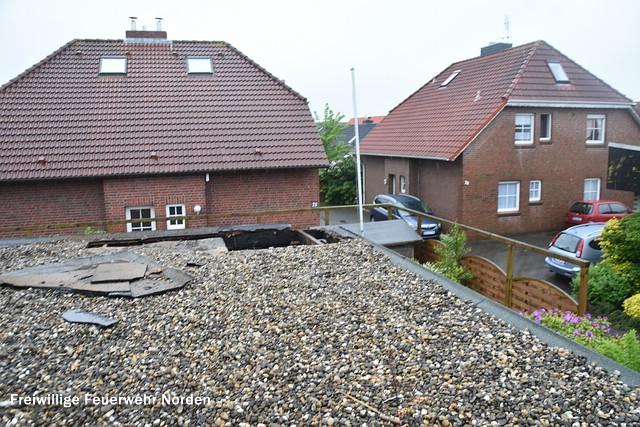 Dachstuhlbrand in einem Wohnhaus Am Koper Sand. (Foto: O. Prigge)